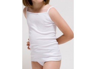 Girl´s t-shirt with thin straps.