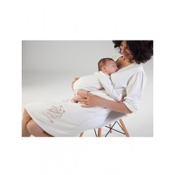 Newborn´s one-piece and maternity nightgown pack.