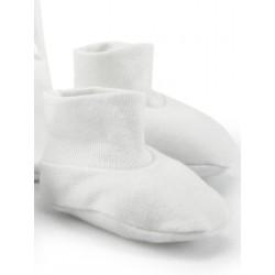Newborn cap, gloves and booties.